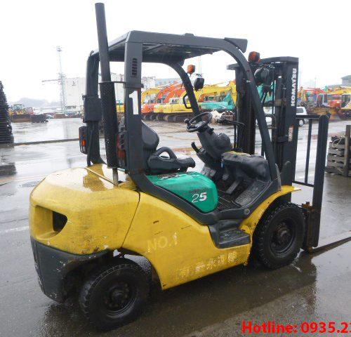 Xe nâng dầu Komatsu cũ 2.5 tấn 2004