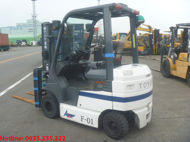 xe-nang-dien-toyota-cu-2-5-tan-2010 (3)