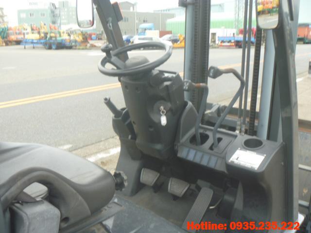 xe-nang-dầu-nissan-cu-1-tan-2011 (6)