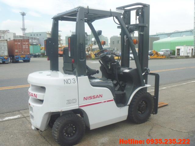 xe-nang-dau-nissan-cu-2-tan-2012 (4)