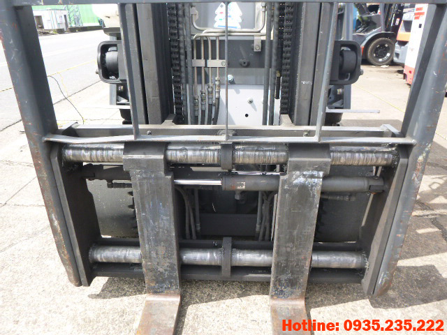 xe-nang-dien-nissan-cu-2-5-tan-2011 (5)