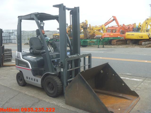 xe-nang-dầu-nissan-cu-1-tan-2011 (2)