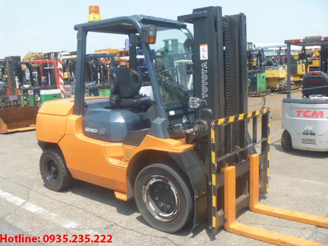 xe-nang-dau-toyota-cu-4-5-tan-2006 (2)