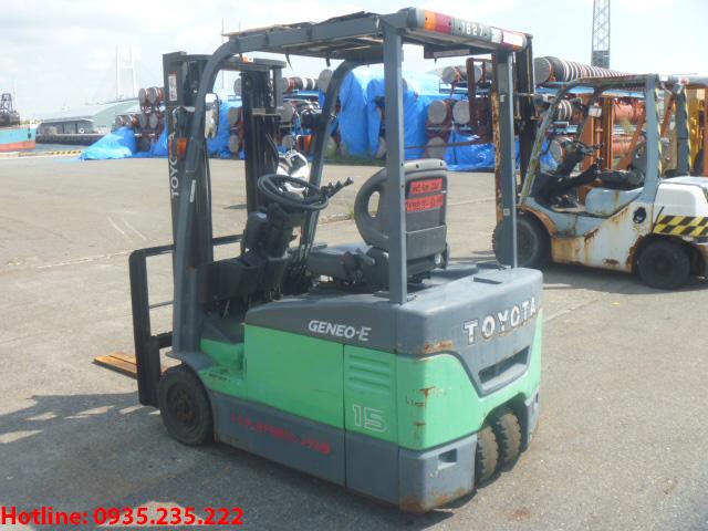 xe-nang-dien-3-banh-toyota-cu-1-5-tan-2011 (3)