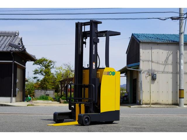 xe-nang-dien-dung-lai-komatsu-cu-0-9-tan-doi-2007 (6)